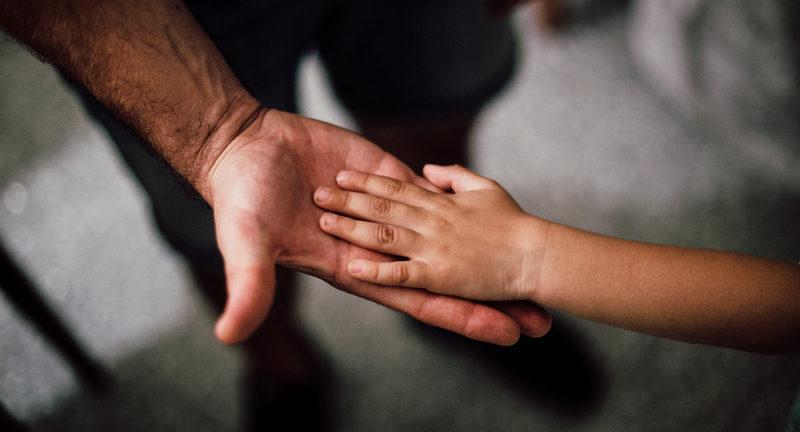 Ojciec – nieobecny, wykluczony, niedostępny i niezastąpiony – artykuł mgr Adama Zalepy